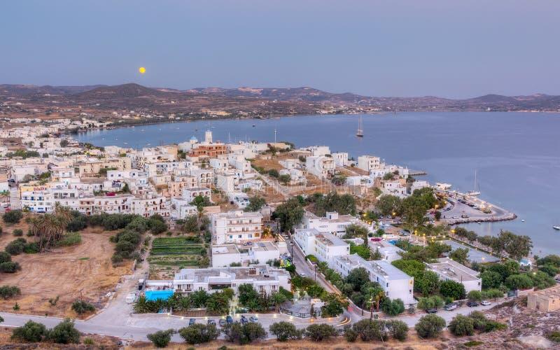 Księżyc w pełni sierpniowy wzrost, Milos wyspa, Grecja zdjęcia stock
