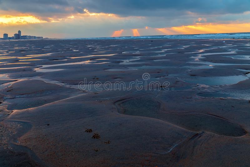 Księżycowy krajobraz na plaży w Ostende zdjęcie royalty free