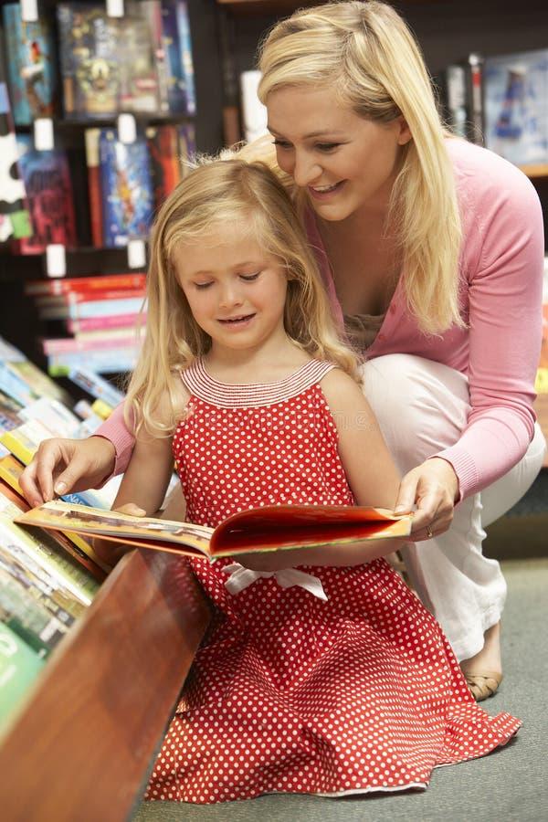 księgarni córki matka zdjęcie royalty free