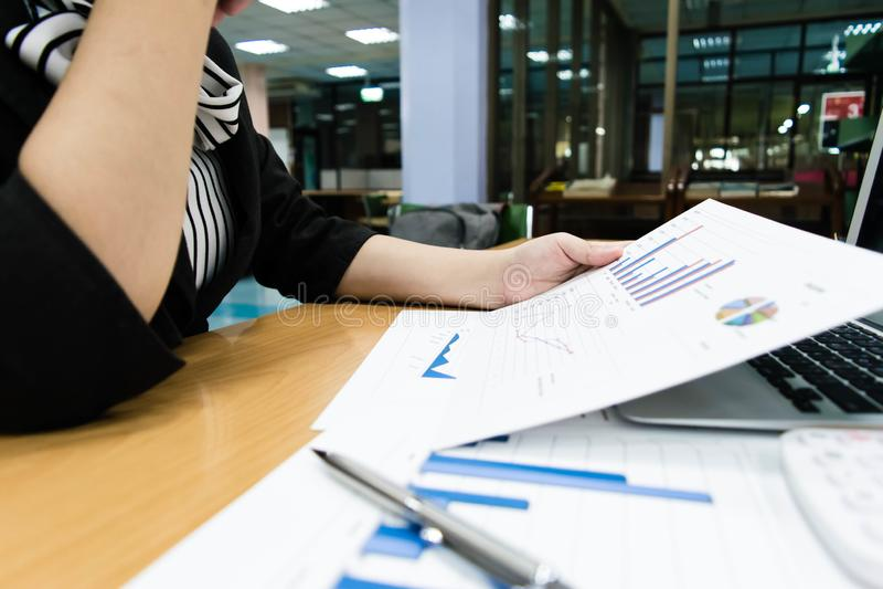 Księgowi egzamininują firma finanse przygotowywać biznes obraz royalty free