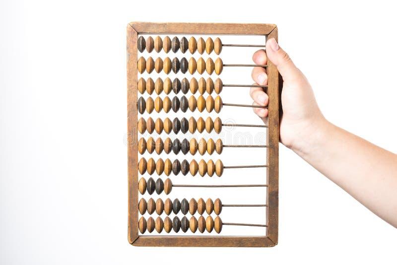 księgowości tła kalkulatora pojęcia ręka odizolowywająca nad biel Żeński ręki mienia rocznika abakus odizolowywający na białym tl obrazy royalty free