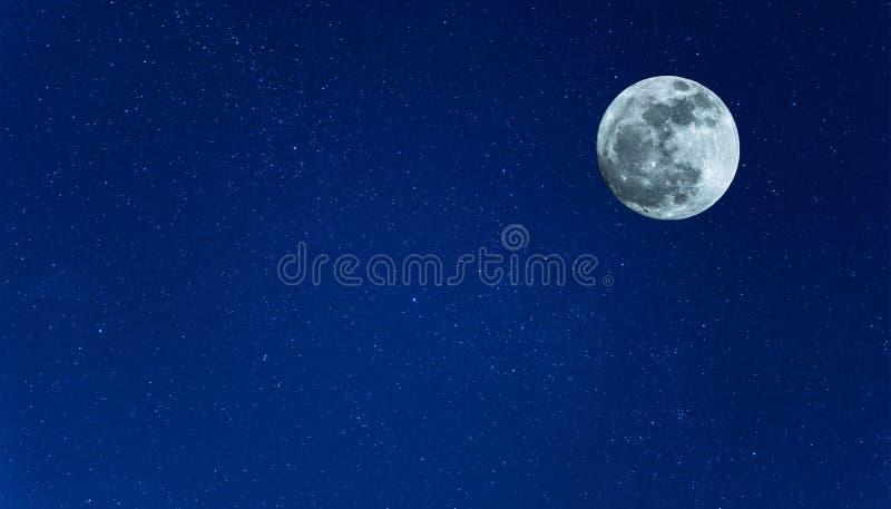Ksi??yc na nocnym niebie zdjęcie royalty free