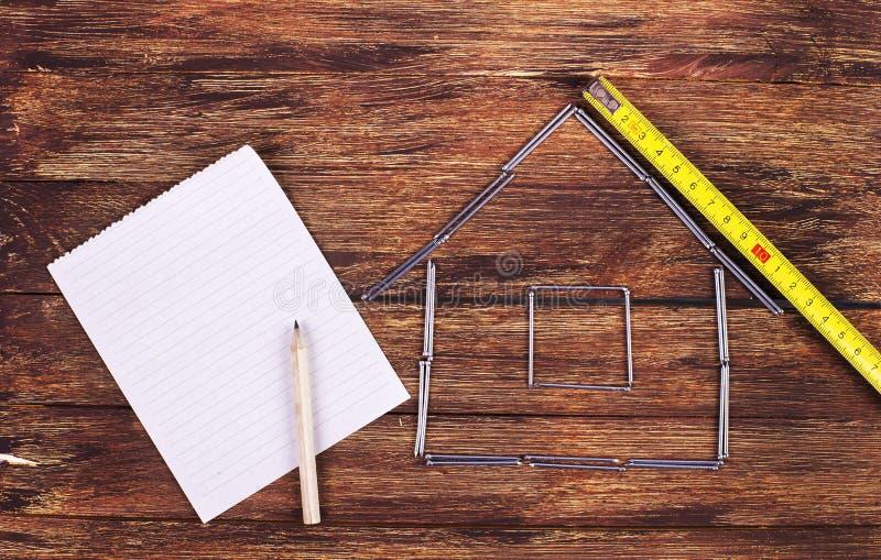 Kształt domowy budynek papier i - Akcyjny wizerunek zdjęcie royalty free