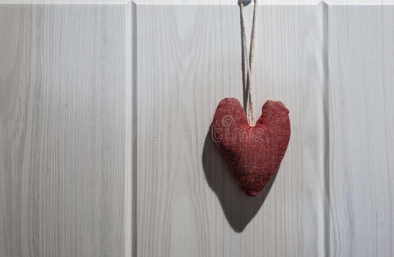 Kształt serca na drewnianym tle fotografia royalty free