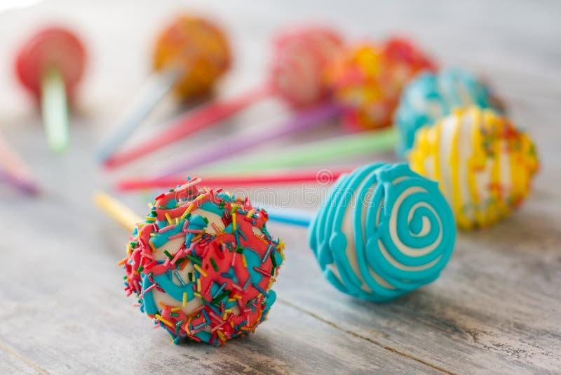 Kształtujący cukierki na kijach fotografia royalty free