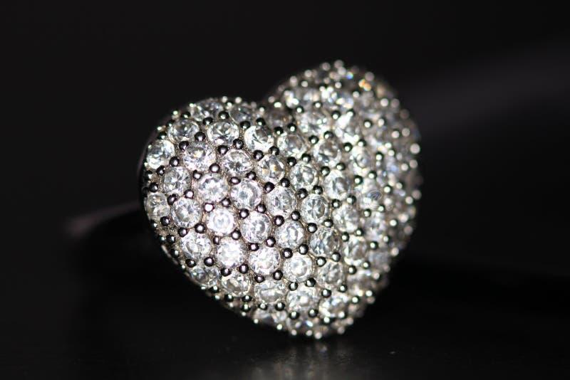 kształtujący serce pierścionek obrazy stock