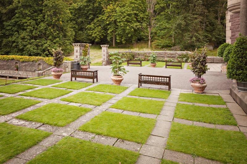 Kształtujący teren Formalny Ogród fotografia royalty free