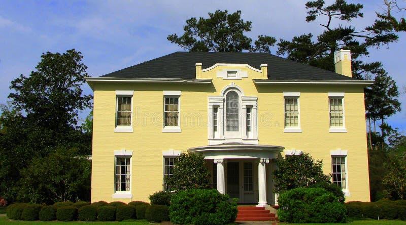 kształtujący teren pięknie dom zdjęcie stock