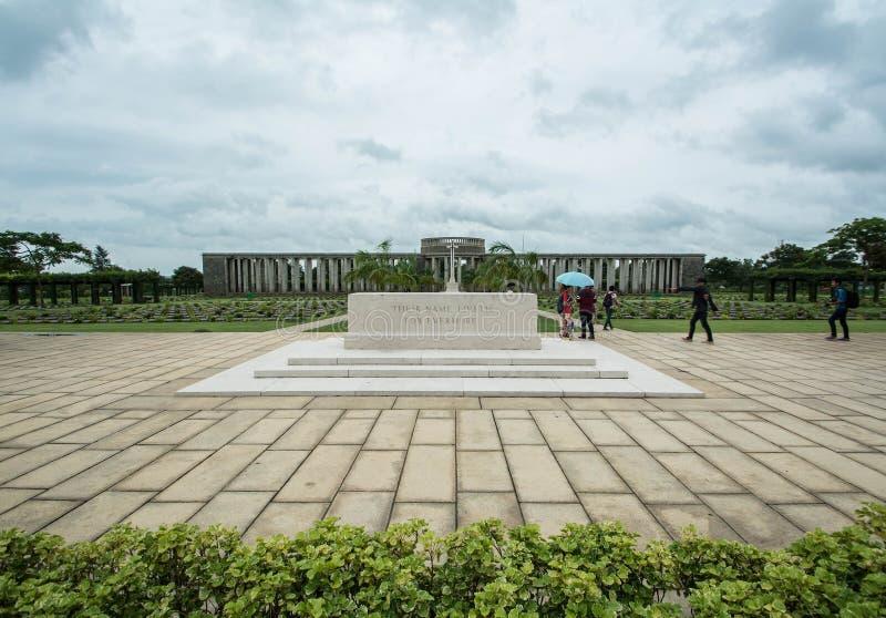 KTAUK KYANT, MYANMAR - 29 DE JULHO: Sepulturas da guerra no cemitério da guerra de Htauk Kyant o 29 de julho de 2015 em Ktauk Kya fotos de stock royalty free
