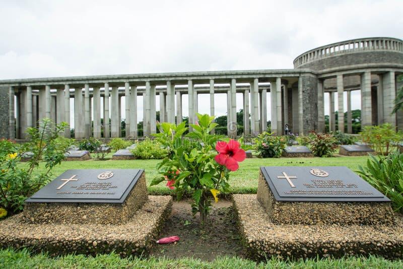 KTAUK KYANT, MYANMAR - 29 DE JULIO: Sepulcros de la guerra en el cementerio de la guerra de Htauk Kyant el 29 de julio de 2015 en foto de archivo libre de regalías