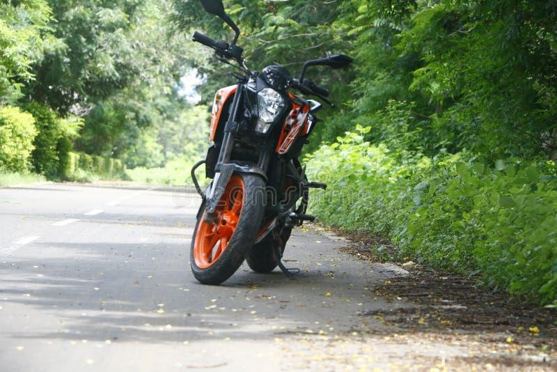 KTM Duke 125 in bicicletta a Rider immagini stock libere da diritti