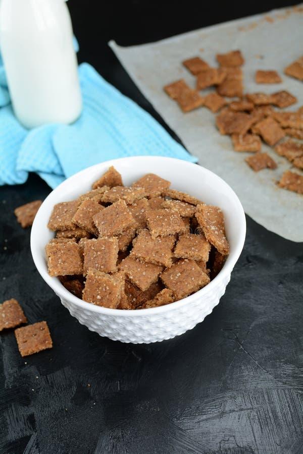 Kto Cinnamon Toast Crunch - com farinha de amêndoa e substituto de açúcar imagem de stock royalty free
