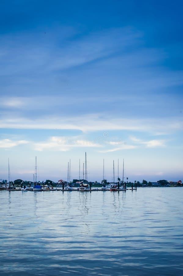 Download Kuala Besut brygga fotografering för bildbyråer. Bild av reflexioner - 27287055
