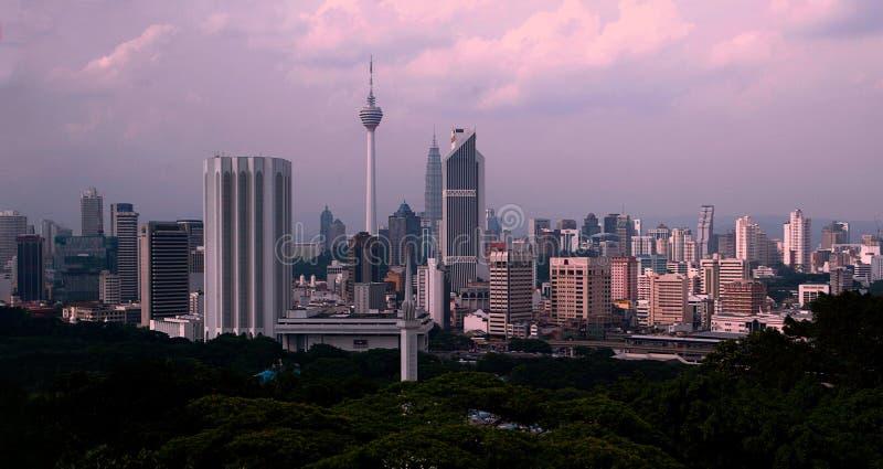 Kuala Lumpur bij schemer stock fotografie