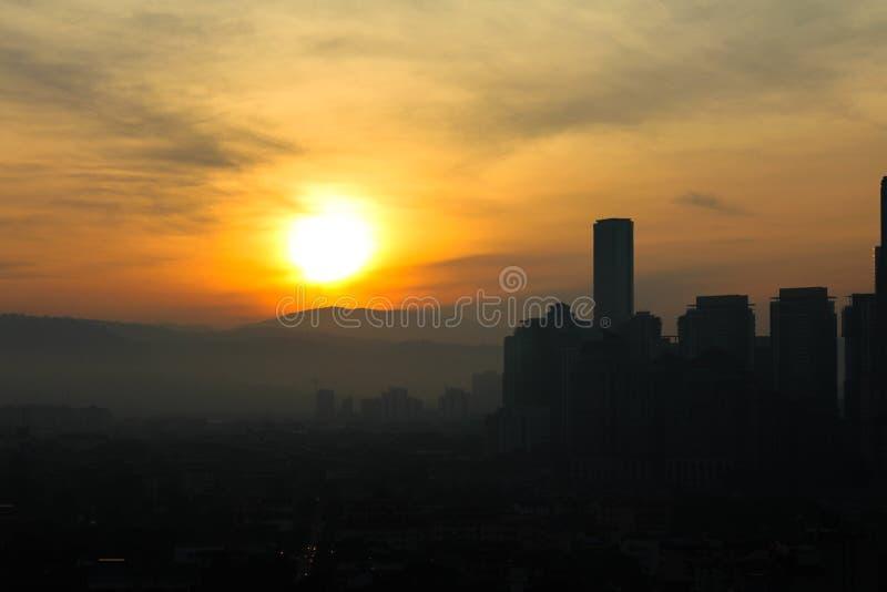Kuala Lumpur City, Malásia no amanhecer lá é claro do sol foto de stock