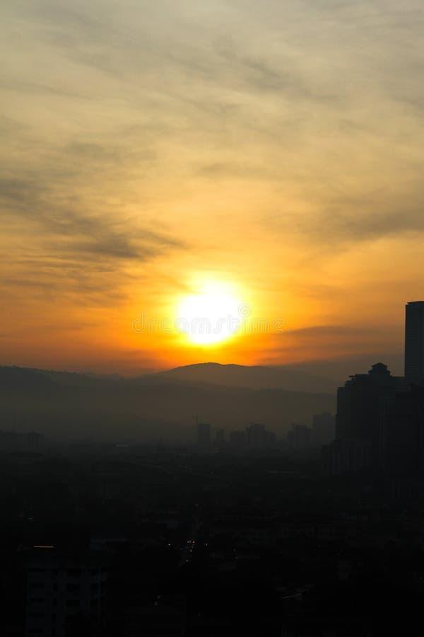 Kuala Lumpur City, Maleisië in de vroege ochtend is daar licht van de zon stock foto's