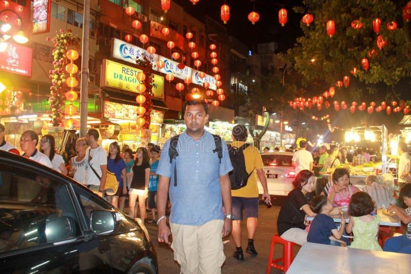Kuala Lumpur, Malásia - 11 de agosto de 2013: Stre de Jalan Alor Setar foto de stock royalty free