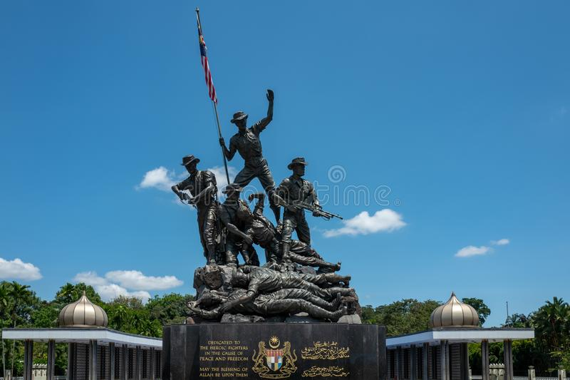 Kuala Lumpur, Malásia - 27 de fevereiro de 2019: O monumento nacional de Malásia 15 medidores é identificado como o maior imagens de stock