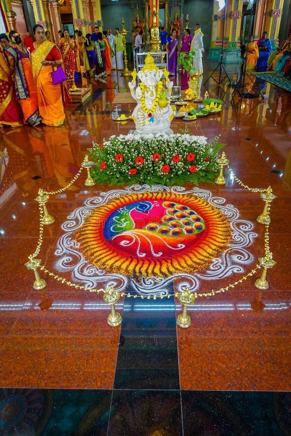 Kuala Lumpur, Malásia - 9 de março de 2017: Povos não identificados em uma celebração hindu tradicional do casamento O Hinduísmo  imagens de stock