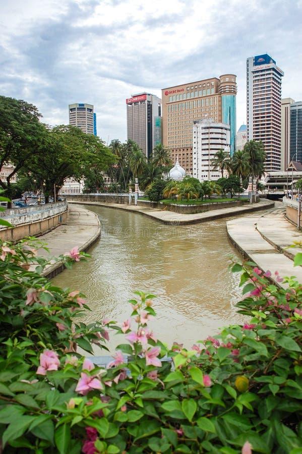 Kuala Lumpur, Malásia - 19 de novembro: Ideia da afluência dos rios de Klang e de Gombak em Kuala Lumpur, Malásia 19 de novembro, imagens de stock