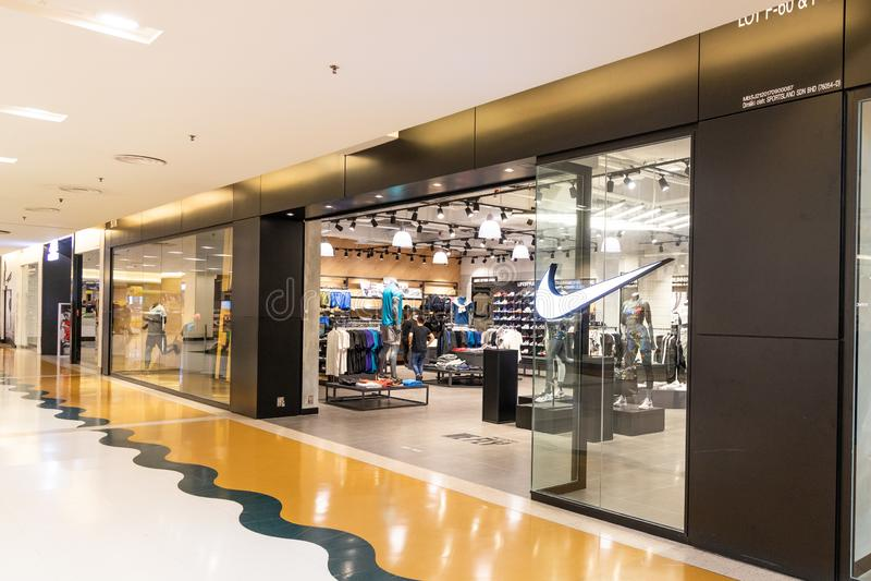 KUALA LUMPUR, MALAISIE, le 18 avril 2019 : Nike, Inc est une soci image stock