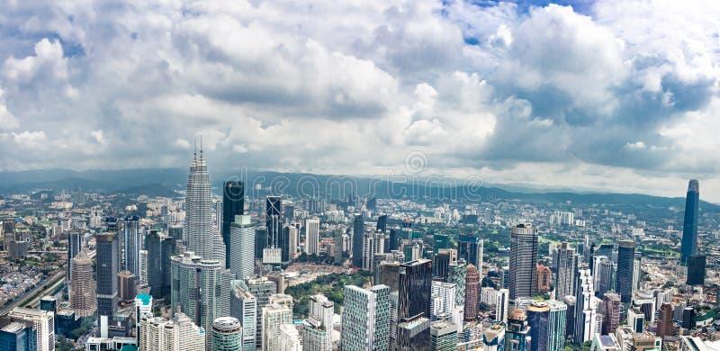 KUALA LUMPUR, MALAISIE, le 18 avril 2019 : Scape de ville de Kuala Lumpur avec les b image libre de droits