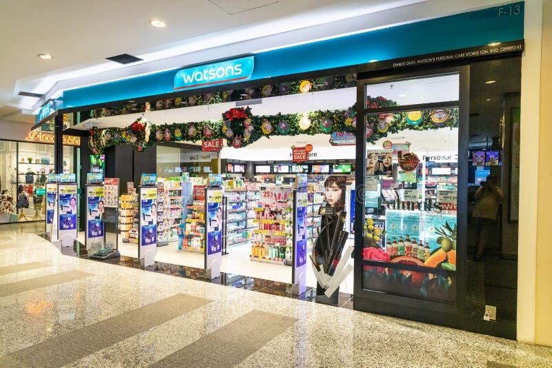 KUALA LUMPUR, MALAYSIA, am 18. April 2019: Watsons ist der größte Kettenladen des Gesundheitswesens und der Schönheitspflege i stockfotografie