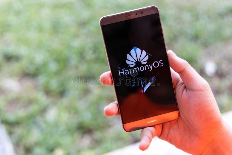 KUALA LUMPUR, MALAYSIA, 11. August 2019: Huawei gibt offiziell sein neues Betriebssystem HarmonyOS bekannt. Illustrativ stockfoto