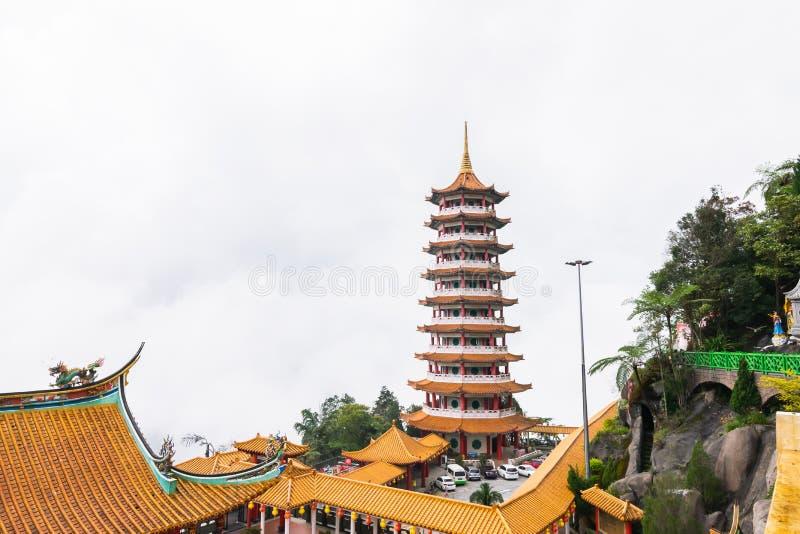 Kuala Lumpur, Malaysia, am 9. Dezember 2018: Ansicht von den Leuten, die bei Chin Swee Caves Temple, der Taoisttempel in Genting  lizenzfreie stockbilder