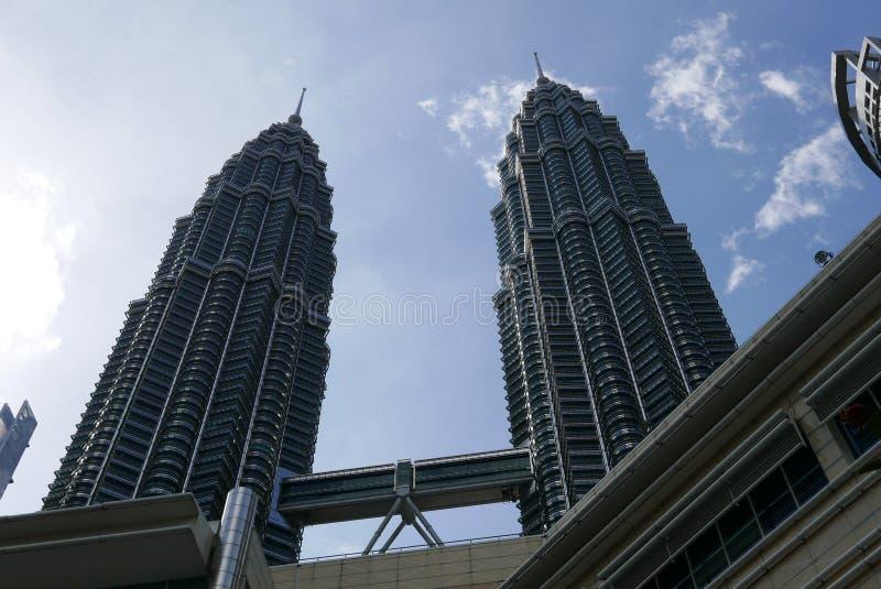 KUALA LUMPUR MALAYSIA - MARS 4TH, 2018: Sikt av de Petronas tvillingbröderna på KLCC-centret arkivbilder