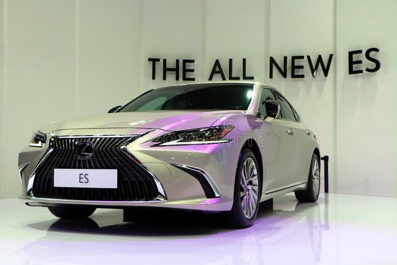 Lexus ES-это серия компактных представительских, а затем средних роскошных / представительских автомобилей, продаваемых стоковыми фотографиями