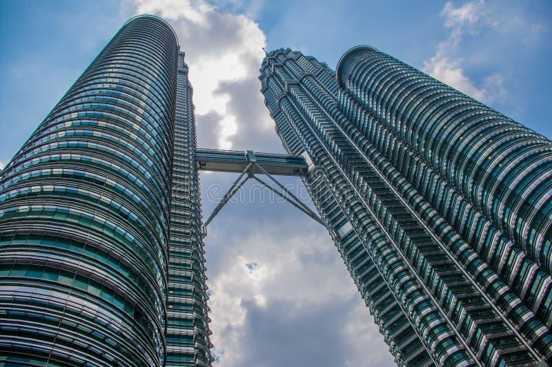 Kuala Lumpur, Maleisië - de Oriëntatiepuntbouw die in Kuala Lumpur Malaysia wordt gevestigd De foto is van de buitenkant van het  stock foto