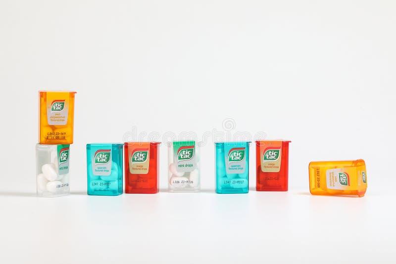 KUALA LUMPUR, MALEISIË - FEBRUARI 10, 2018 - Tic Tac Candy is populaire gepast zijn muntachtige verse smaak en het nieuwe minipak stock fotografie