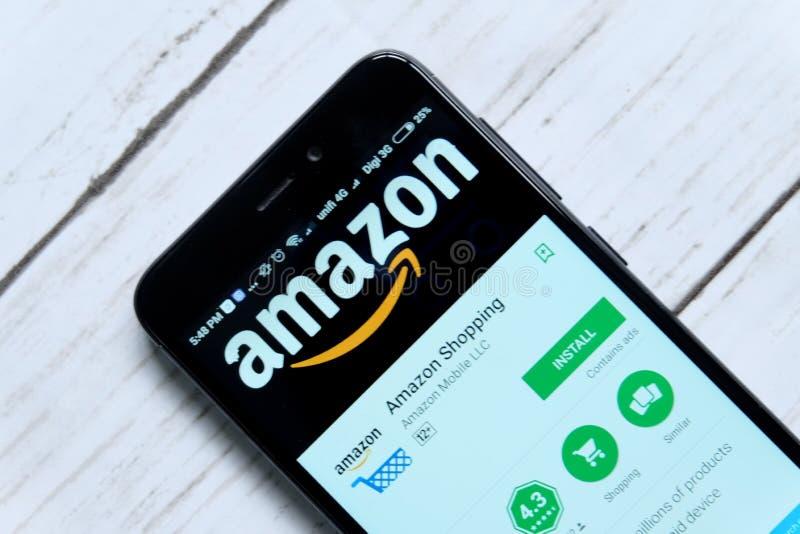 KUALA LUMPUR, MALEISIË - JANUARI achtentwintigste, 2018: De vertoning van Amazonië app op androïde Spelopslag Amazonië werd opger stock fotografie