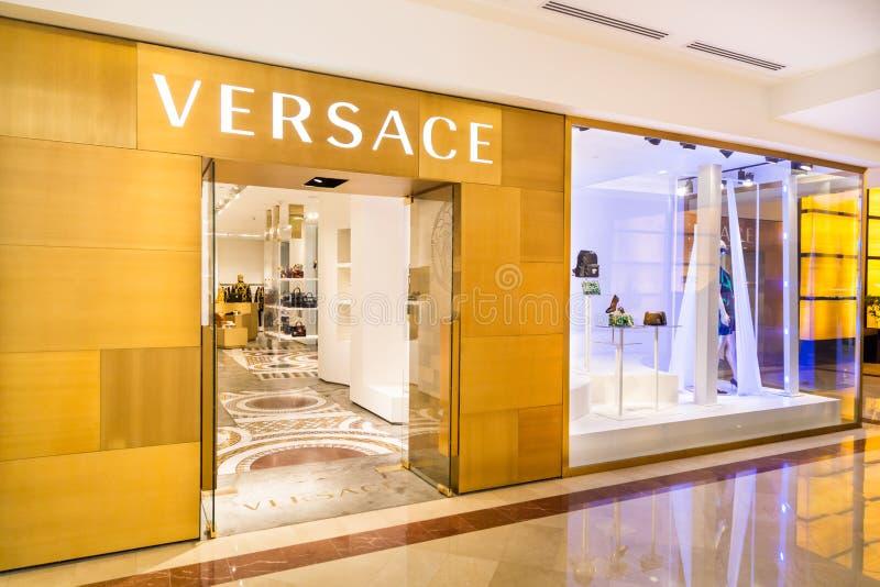 KUALA LUMPUR, MALEISIË, 20 Mei, 2016: De Versace-afzet in KLCC stock foto's