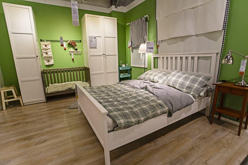 KUALA LUMPUR, MALEISIË 21 NOVEMBER, 2015: Een steekproef van het slaapkamerbinnenland in IKEA-opslag, Damansara, Kuala Lumpur royalty-vrije stock foto