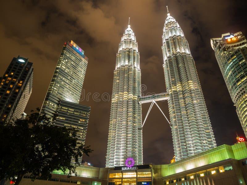 KUALA LUMPUR, MALESIA - 29 FEBBRAIO: Torri gemelle di Petronas il famoso immagine stock