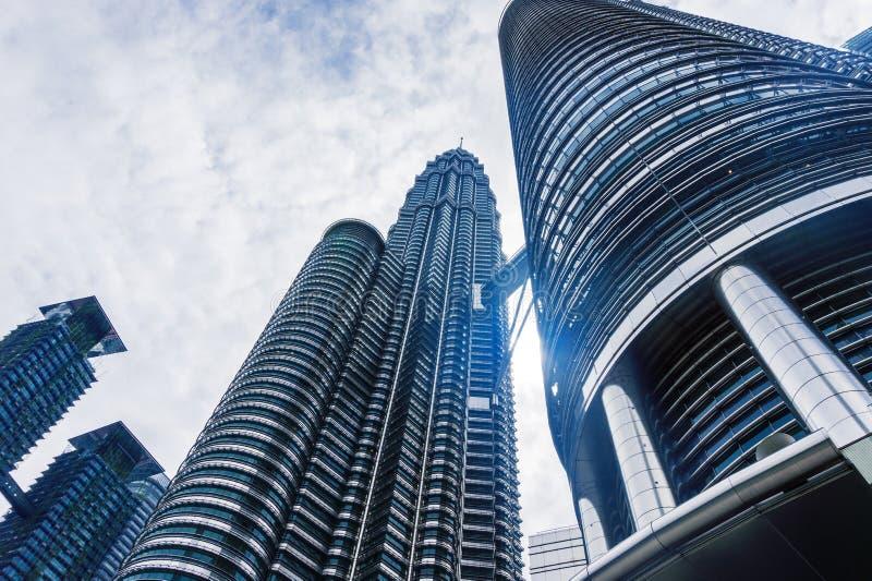 Kuala Lumpur med tvillingbröder av skyskrapan och himmel royaltyfri foto
