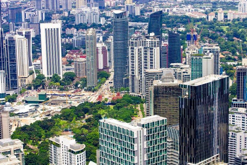 Kuala Lumpur miasto, śródmieście z parkiem i drapacze chmur, zdjęcia royalty free