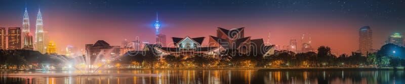 Kuala Lumpur-nachtlandschap, het Paleis van Cultuur royalty-vrije stock afbeelding