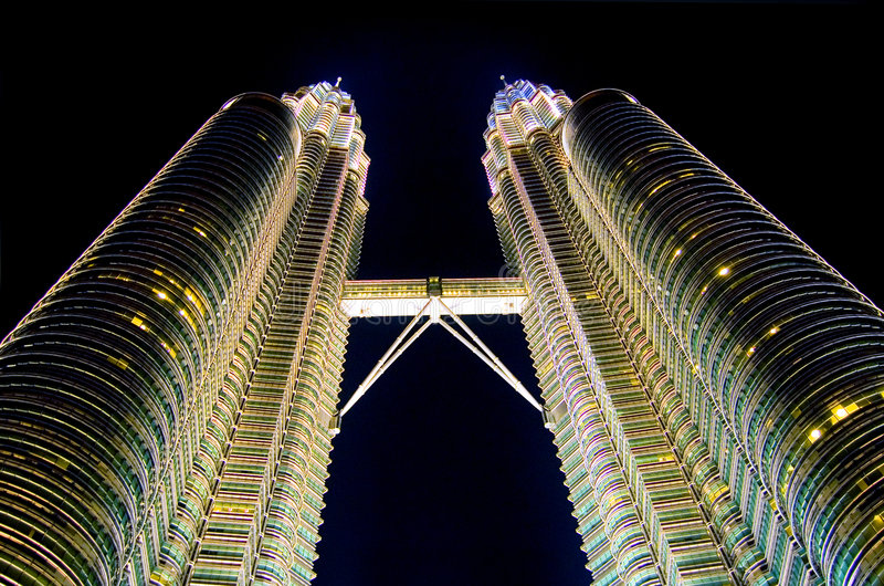Kuala Lumpur nachts lizenzfreie stockfotos