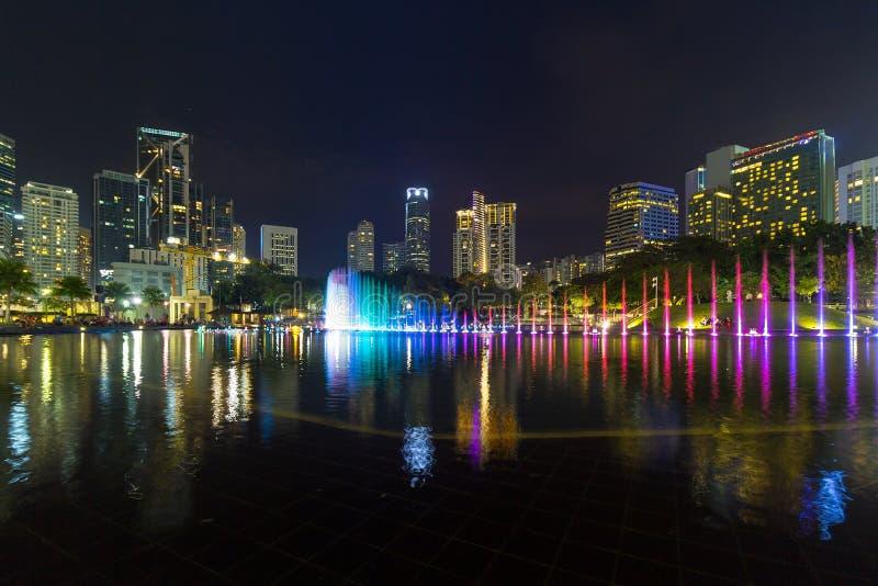 Kuala Lumpur Night Skyline dal parco di KLCC fotografia stock