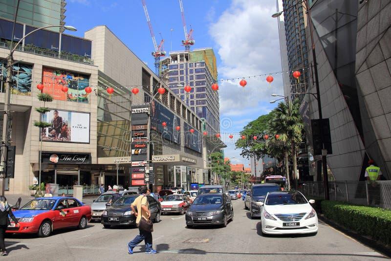 Kuala Lumpur 2017, o 17 de fevereiro, tráfego na rua de Bukit Bintang, Kuala Lumpur, Malásia imagens de stock
