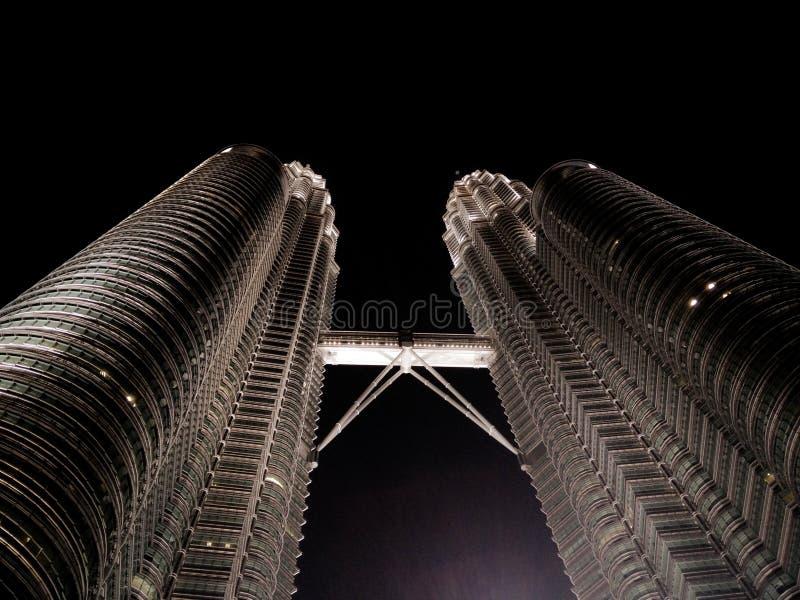 Kuala Lumpur Petronas ragt Malaysia hoch lizenzfreie stockfotos