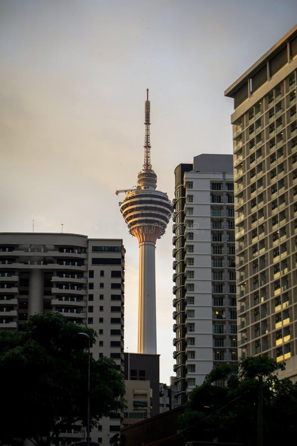 Kuala Lumpur Towers nella sera fotografie stock