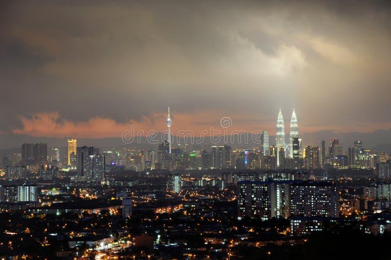 Kuala- Lumpurstadt nachts stockbild