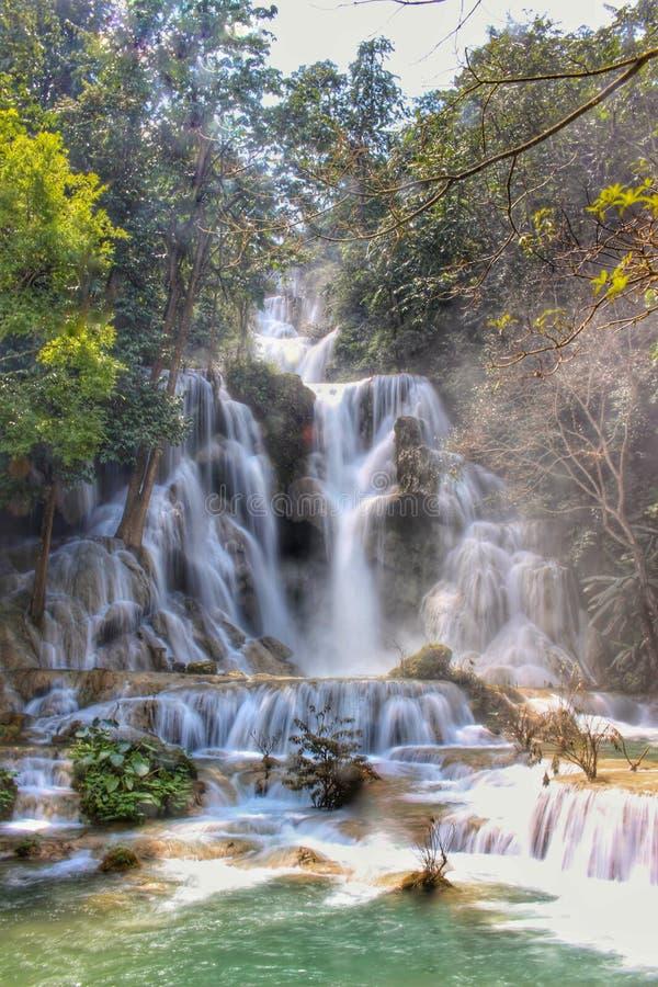 Kuang Si vattenfall och tips royaltyfri foto