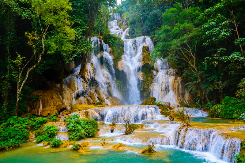 Kuang-Si-Wasserfall stockfotos