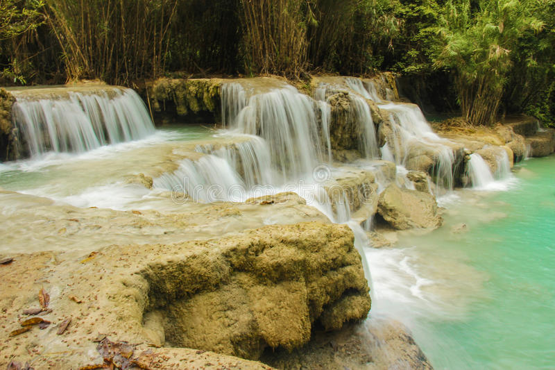 Kuang Si Wasserfall lizenzfreies stockfoto