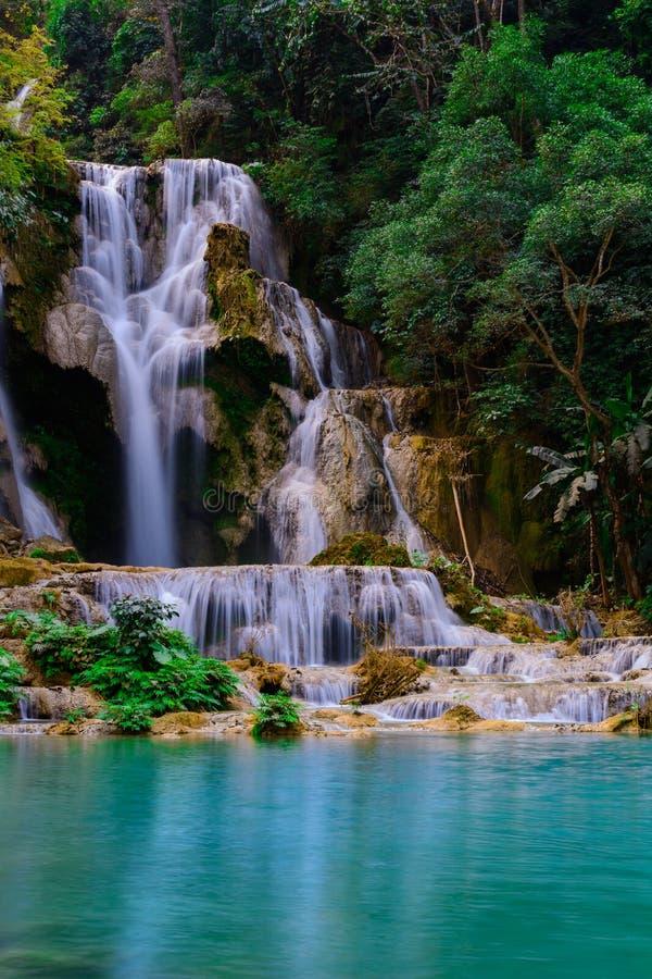 Kuang-Si-Wasserfall stockbild